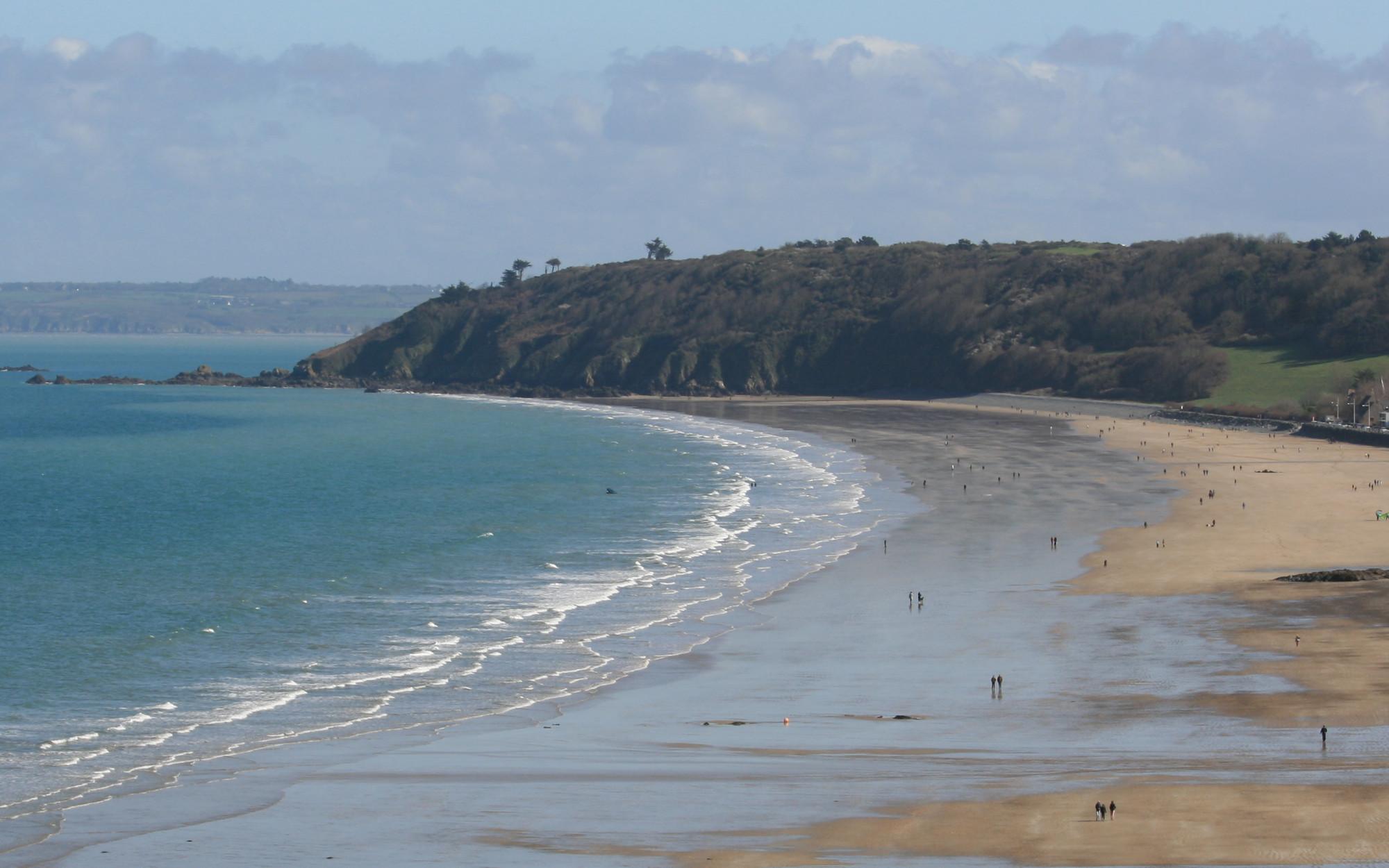 La plage des Rosaires depuis le GR34